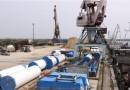 Установки для первого арктического ветропарка загрузили на баржи в речпорту Якутска