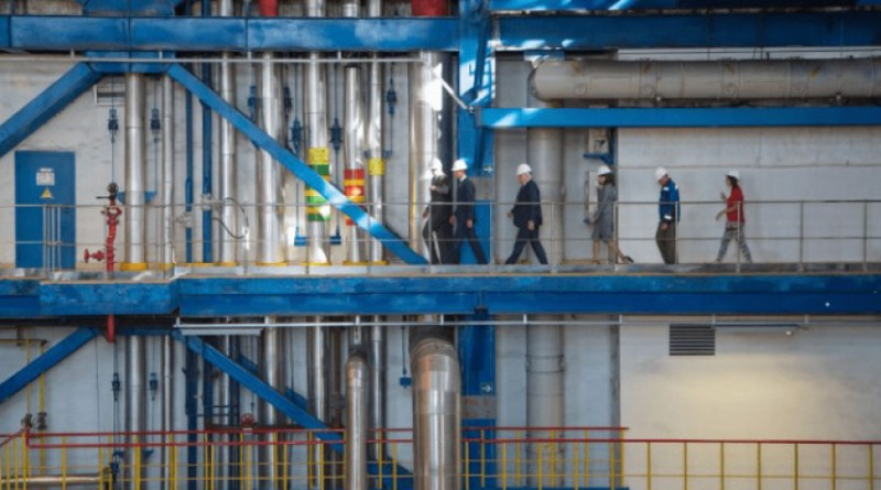 В рамках рабочей поездки в Республику Хакасия глава Минпромторга России Денис Мантуров посетил Абаканскую ТЭЦ Сибирской генерирующей компании.