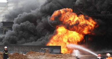 Нефтяное месторождение в Казахстане горит второй день