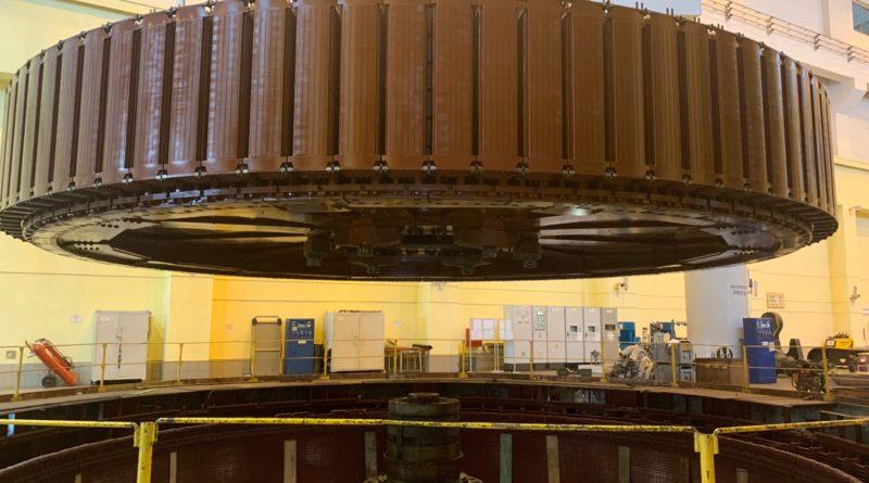 На Новосибирской ГЭС установили ротор в кратер гидрогенератора №2 - РУСГИДРО- ЭНЕРГОСМИ