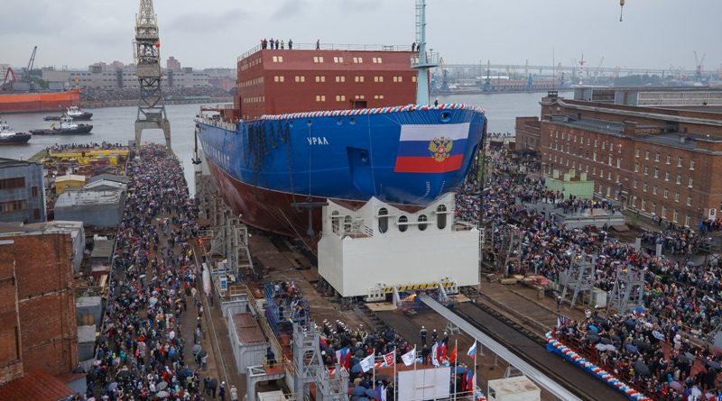 Серийный атомный ледокол «Урал», на котором будут установлены турбины с Урала, спущен на воду