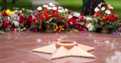 Сотрудники Тамбовэнерго перед Днем Победы благоустроили территорию мемориала героев-фронтовиков