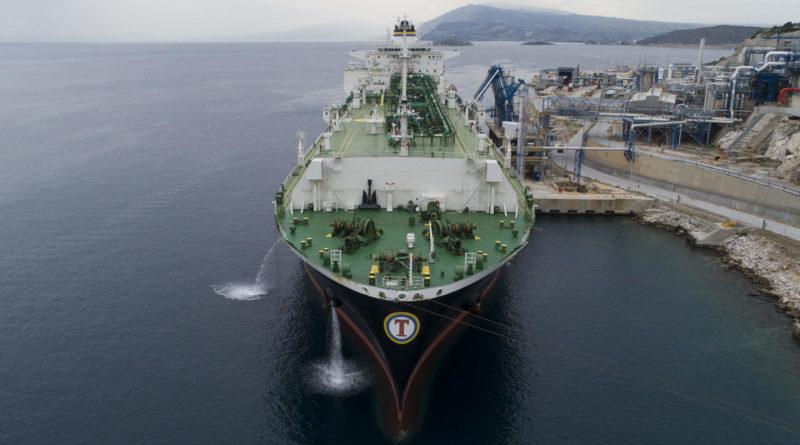 США начинают поставки СПГ в Болгарию