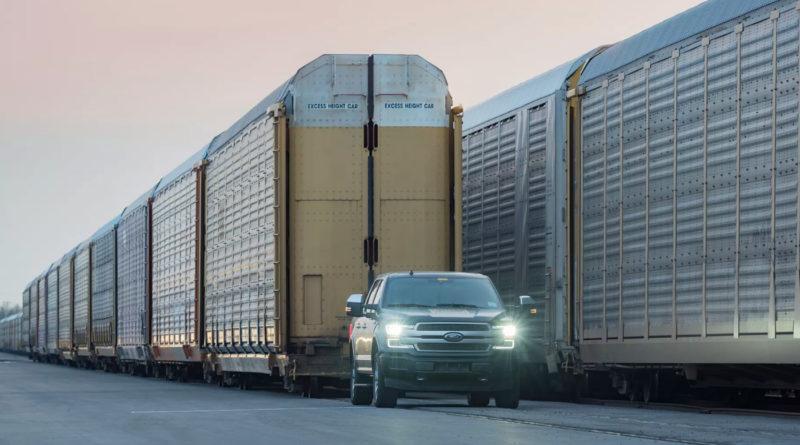 Электропикап Ford отбуксировал вагоны весом 570 тонн