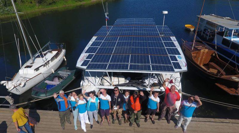 катамарана на солнечных батареях