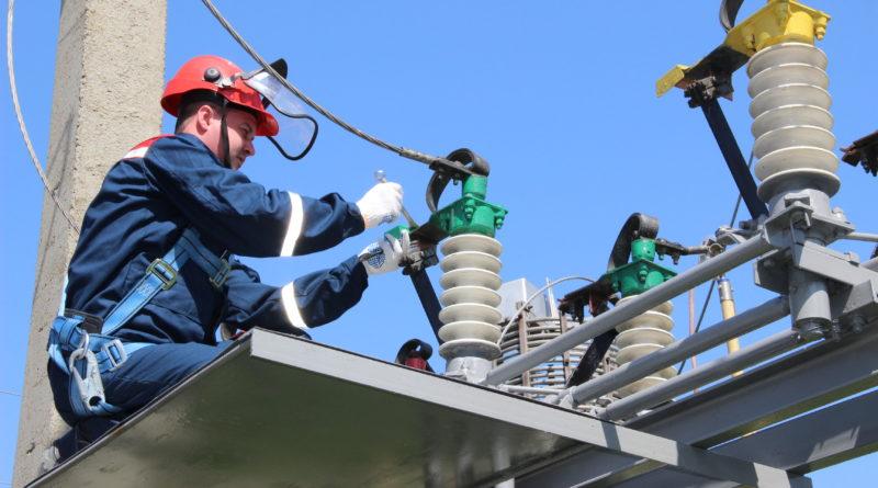 Сотрудники Рязаньэнерго повысили безопасность энергообъектов к началу нового учебного года