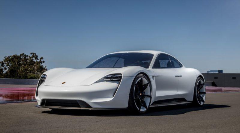 Porsche Taycan будет заряжаться в два раза быстрее Tesla