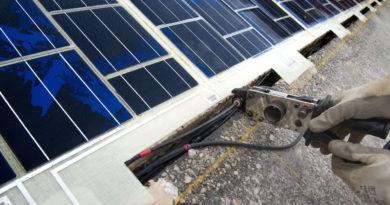 В Соединённом Королевстве электрифицировали железную дорогу фотоэлементами.