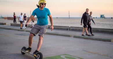 Двухколесный электроскейт разгонится до 130 км/ч