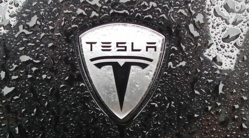 Tesla представит «киберпикап» 21 ноября. Что известно уже сейчас