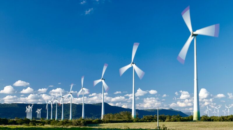 Пропеллер, который генерирует энергию от солнца, ветра и воды