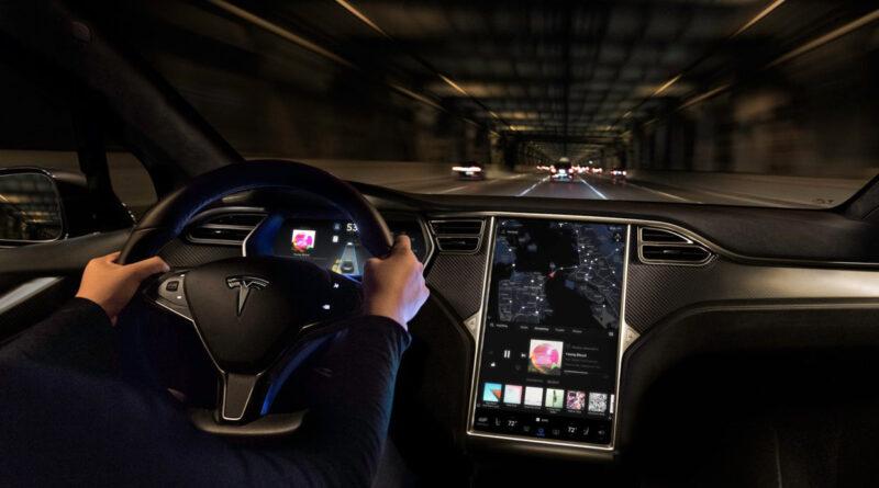 Национальное управление безопасностью движения на трассах США изучит петицию на отзыв 500 тысяч автомобилей Tesla