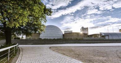 Планетарий Мадрида сделал белую крышу, чтобы его солнечные панели производили больше электроэнергии